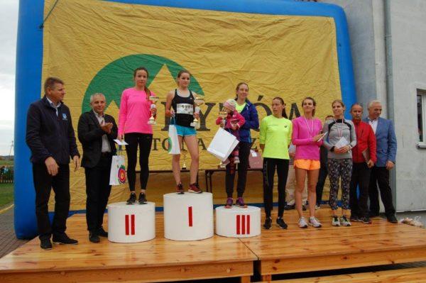 pierwsza-szostka-kobiet-w-biegu-rodla-pierwsza-od-lewej-malgorzata-adamczyk-beata-topka-obie-talex-antonina-rychter-mkl-szczecinek